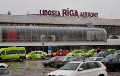 Rygos oro uoste nuo tako nuslydo lėktuvas: uždarytas pakilimo takas