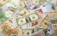 Tvyrant politiniam netikrumui, JAV dolerio kursas svaro atžvilgiu auga