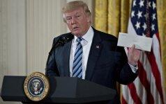 D. Trumpas pasirašys dviejų svarbiausių JAV prekybos susitarimų likimą galinti pakeisti įsaką