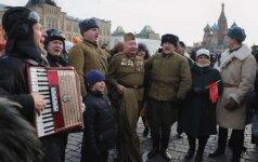 Rusijos kariuomenė išsiparduoda: pirkėjų laukia vatinės striukės