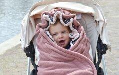 Kas geriau kūdikiui: miegmaišis ar kombinezonas?