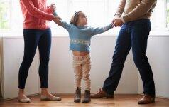 Seimas išsamiau apibrėžė, kaip turės būti sprendžiami išsiskyrusių tėvų ginčai dėl vaiko