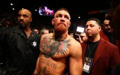 """Prieš trejus metus UFC kovotojas džiaugėsi bedarbio pašalpa, dabar jam dovanojami """"Rolls-Royce"""""""
