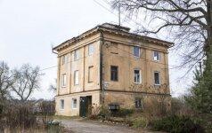 Lėtumui nėra ribų: tik po dešimtmečio pastebėta, kad sudarkytas istorinis Vilniaus namas