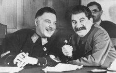 Siurprizas avietinėje makštyje ir kitos neįprastos dovanos Stalinui