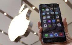 """""""iPhone"""" bus gaminami Indijoje: jų kaina turėtų kristi 93 eurais"""