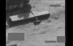Nufilmuota: britai subombarduoja sprogmenų prikrautą ISIS sunkvežimį