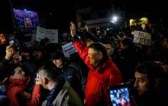 Rumunijoje tūkstančiai žmonių protestavo prieš amnestiją korumpuotiems politikams