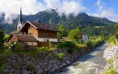 Pro Melau miestelį teka Melenbacho upelis
