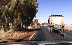 Žaibiškos reakcijos vairuotojas pats nufilmavo savo antrąjį gimtadienį