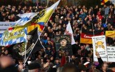 Tūkstančiai žmonių išėjo į gatves: keliuose Europos miestuose – protestai prieš migrantus