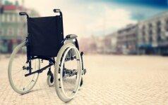 Dėl klaidingos diagnozės vyras be reikalo 43 metus praleido neįgaliojo vežimėlyje