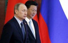 """Putinas giria """"visa apimančią"""" partnerystę su Kinija"""