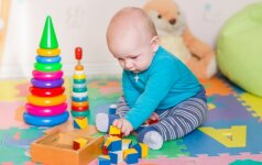 Kalėdų dovanos: 10 idėjų, kokius naudingus žaislus padovanoti kūdikiui