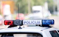 Vilniaus pakraštyje susidūrė trys automobiliai, devyniolikmetei prireikė medikų