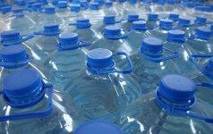 Kas geriau: vanduo plastikiniuose buteliuose ar iš čiaupo?