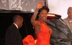 """,,Oskarų"""" vakarėlyje aktorėms problemų kėlė nepatogios suknelės (FOTO)"""