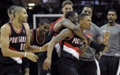 """NBA lyderiai """"Blazers"""" išplėšė dar vieną pergalę, iššovė ir K. Bryantas"""