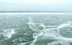 Ledu sukaustytas pajūris iš paukščio skrydžio