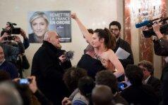 """""""Femen"""" aktyvistė įsiveržė į salę, kur kalbą sakė Marine Le Pen"""