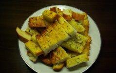 Lengvas it pūkas užkandis: česnakinė duona