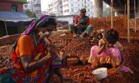 Indijoje koronavirusas grąžina vaikų darbą: viskas – dėl nepritekliaus
