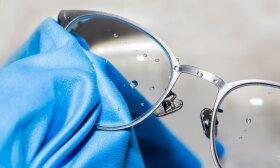 Kaip nuvalyti akinius iki krištolo skaidrumo nenaudojant servetėlės