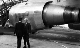 """Rogeris Béteille ir Henri Ziegleris prie """"A300"""" lėktuvo turbinos  CF6"""