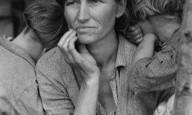 Motina su badaujančiais vaikais per Didžiąją depresiją JAV (Dorothea Lange  (1895–1965) nuotr.)