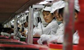 """Per dieną čia pagaminama 12 tūkst. telefonų: tyrimas parodė, kaip """"Apple"""" išnaudoja darbuotojus"""
