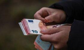 Ministry suggests increasing minimum wage to EUR 703