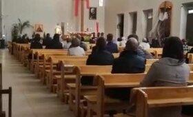 Mišias laikęs girtas klebonas iš bažnyčios varė susirinkusiuosius