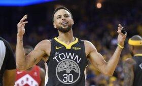 Dėl pralaimėto finalo susikrimtęs Curry kumščiu smogė į sieną