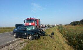 20-metė vairuotoja prisivažinėjo: suknežintos mašinos, niekuo dėta šeima ligoninėje