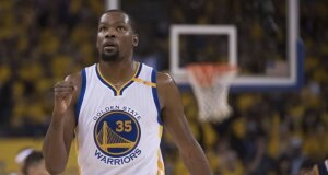 """NBA žvaigždė K. Durantas priėmė sprendimą, išgelbėjusį """"Warriors"""" sirgalius nuo košmarų"""