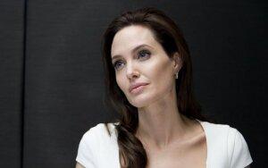 Kokias problemas slepia A. Jolie?