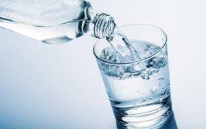 Puodelis vandens prieš valgį: du mitai ir tik viena tiesa