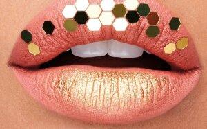 Naujausia grožio tendencija – metalu tviskančios lūpos