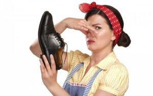 Kaip panaikinti prakaito kvapą iš batų ir kitos 20 gudrybių, praversiančių buityje