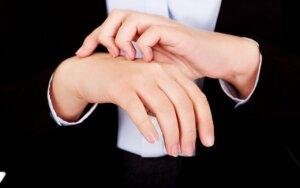 Ar žinojote, kad alerginį kontaktinį dermatitą gali sukelti ir papuošalai?
