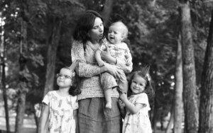 Daugiavaikė mama: apie tai, kaip trečias vaikas gali tapti ir pirmuoju