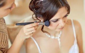 Grožio klaidos, kurios gali sugadinti vestuves