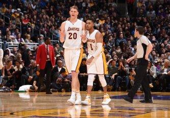 """NBA mainų sezonas įsibėgėja: """"Lakers"""" išsiuntė D. Russellą ir T. Mozgovą į Brukliną"""