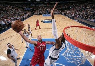 """Vieną prasčiausių sezono atkarpų žaidžiantis J. Valančiūnas kukliai prisidėjo prie """"Raptors"""" pergalės"""
