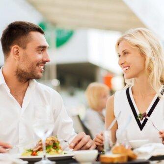 Kas turi mokėti už vakarienę restorane. Vyrų ir moterų nuomonė