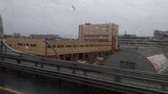 Въезд в Петербург сквозь окно автобуса