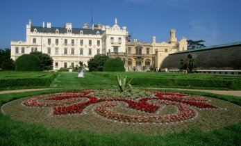 Lednice - netikėtai ištaigingas architektūros stebuklas Čekijoje
