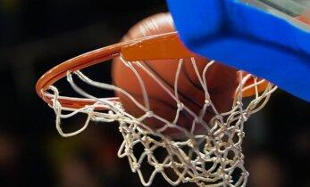 Pasaulio lietuvių krepšinio čempionų taurę Londone vėl laimėjo studentai
