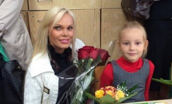 V. Jakutienė su vyru savo dukrelę Nikoletą lydėjo į pirmąją klasę