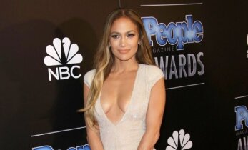 """Jennifer Lopez iškirptė vos neatidengė """"išėjimo iš komforto zonos"""""""